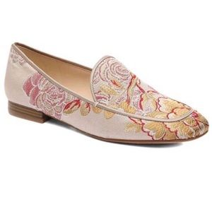 NINE WEST NWOT Xena Embroidered Flats